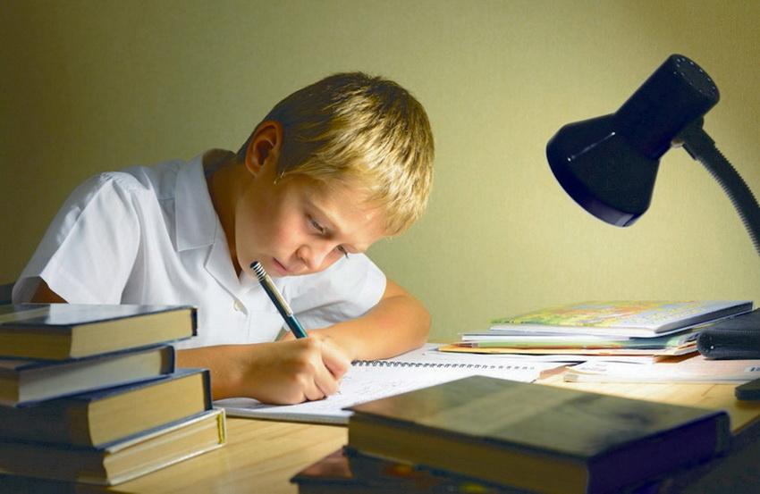 """как правильно поставить ударение в слове """"задали"""" домашнее задание - работу - на какой слог и где падает ударение"""